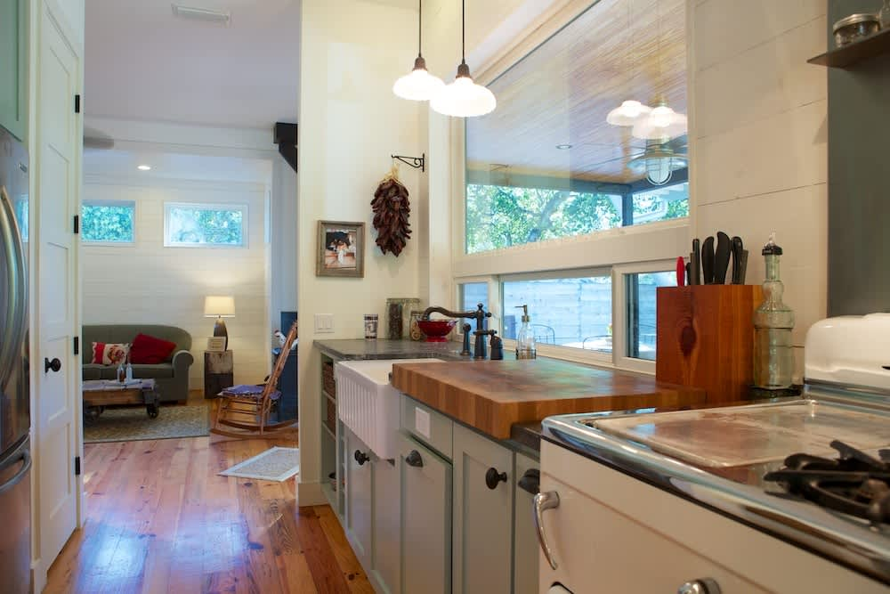 Glenn and Paula's Farmhouse Kitchen: gallery image 17