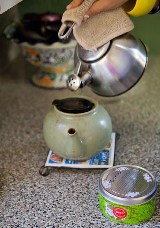 Garden Writer Willi Galloway's Resourceful, Reclaimed Rental Kitchen: gallery image 11