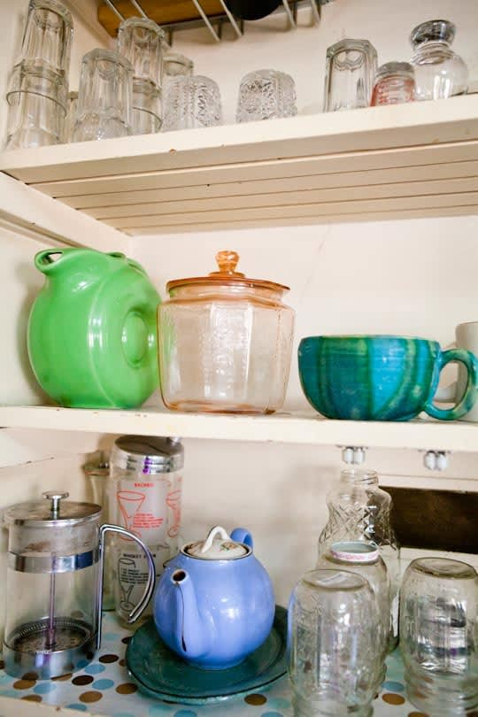 Garden Writer Willi Galloway's Resourceful, Reclaimed Rental Kitchen: gallery image 10