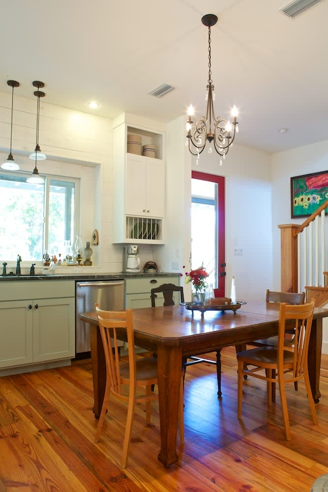 Glenn and Paula's Farmhouse Kitchen: gallery image 12