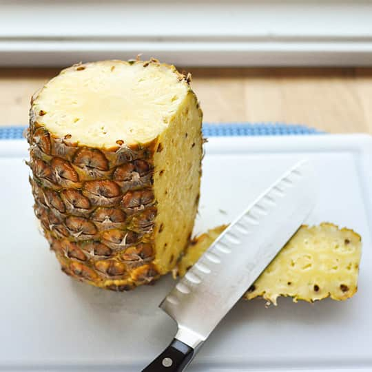 How to Cut Up a Whole Pineapple: gallery image 3