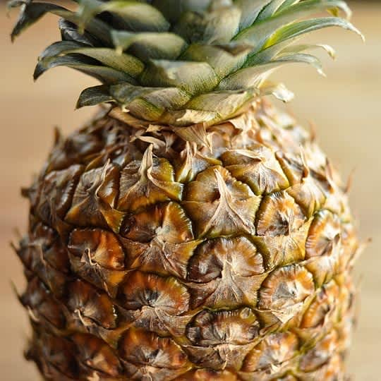 How to Cut Up a Whole Pineapple: gallery image 1