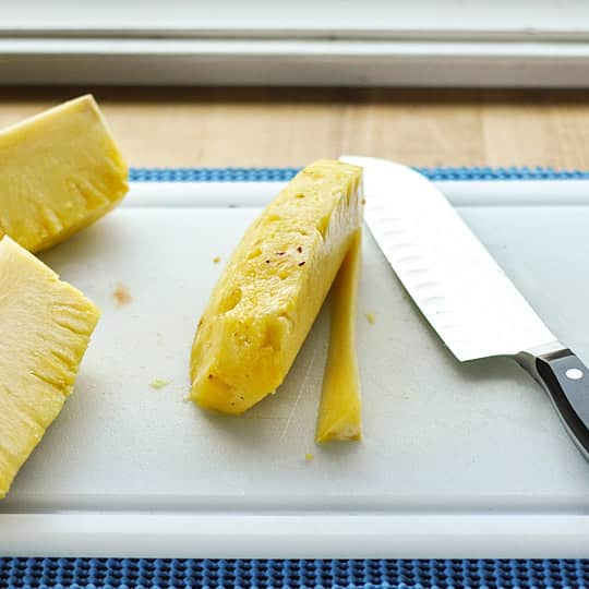 How to Cut Up a Whole Pineapple: gallery image 7