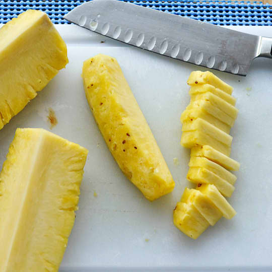 How to Cut Up a Whole Pineapple: gallery image 8