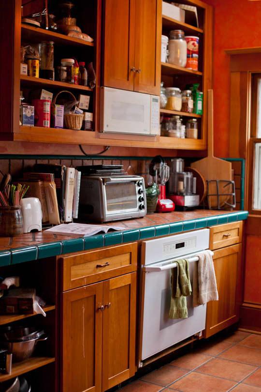 Lola's Homemade Orange Kitchen: gallery image 3