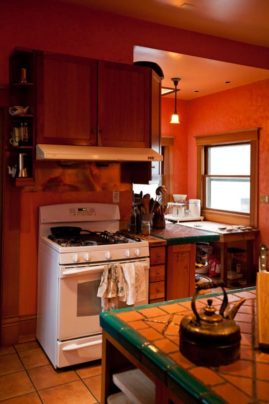 Lola's Homemade Orange Kitchen: gallery image 4