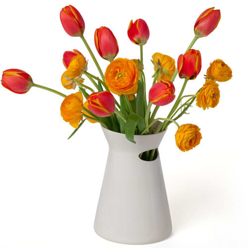 Flowers in the Kitchen: 10 Pretty Vases: gallery image 10