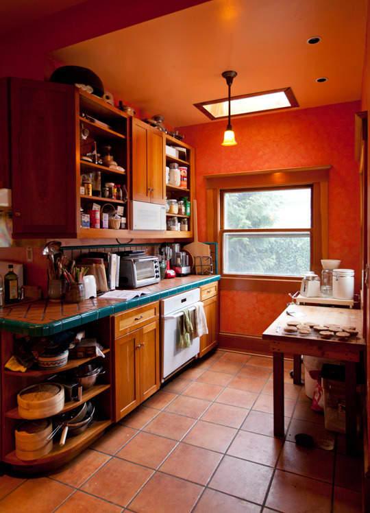 Lola's Homemade Orange Kitchen: gallery image 2