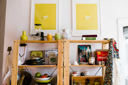 Julie and Andy's Bright, Happy Kitchen: gallery image 3