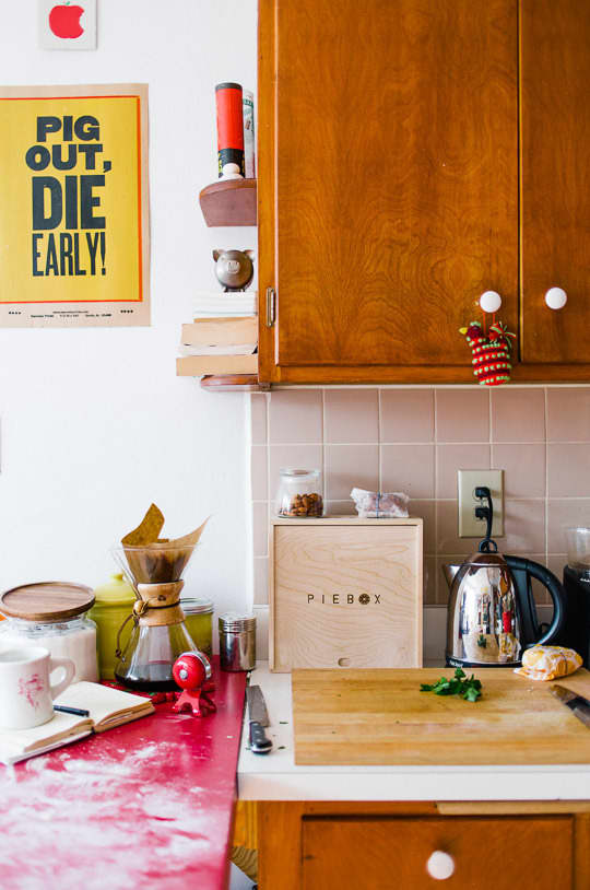 Julie and Andy's Bright, Happy Kitchen: gallery image 14