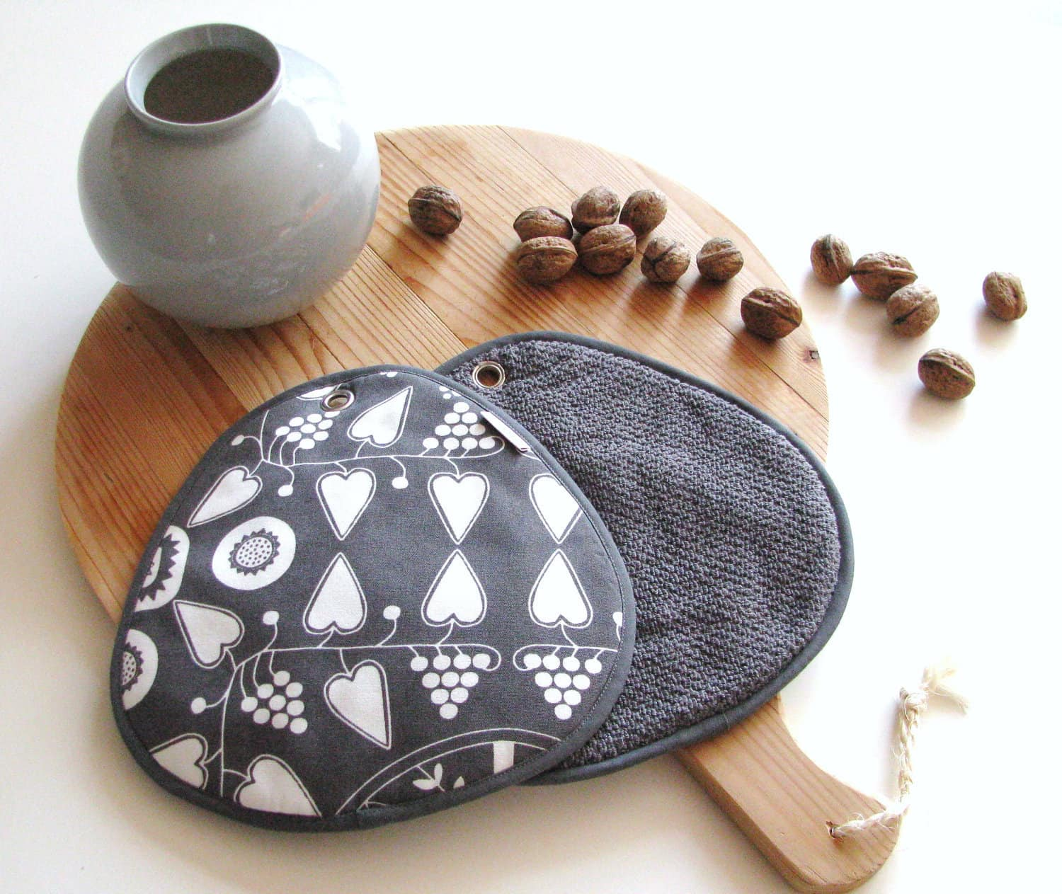 Red Stitch: Super Cute Handmade Potholders from Holland: gallery image 1