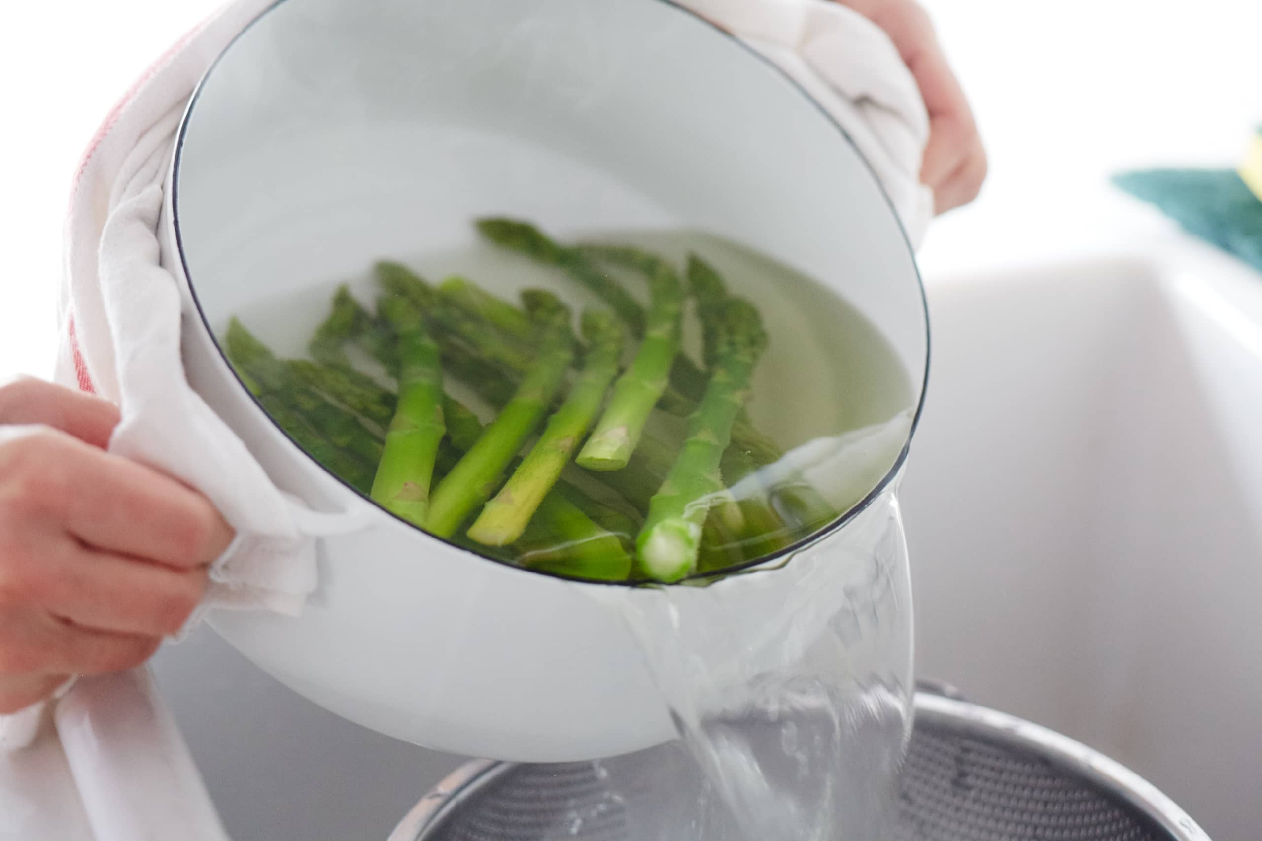 How To Blanch Asparagus: gallery image 5