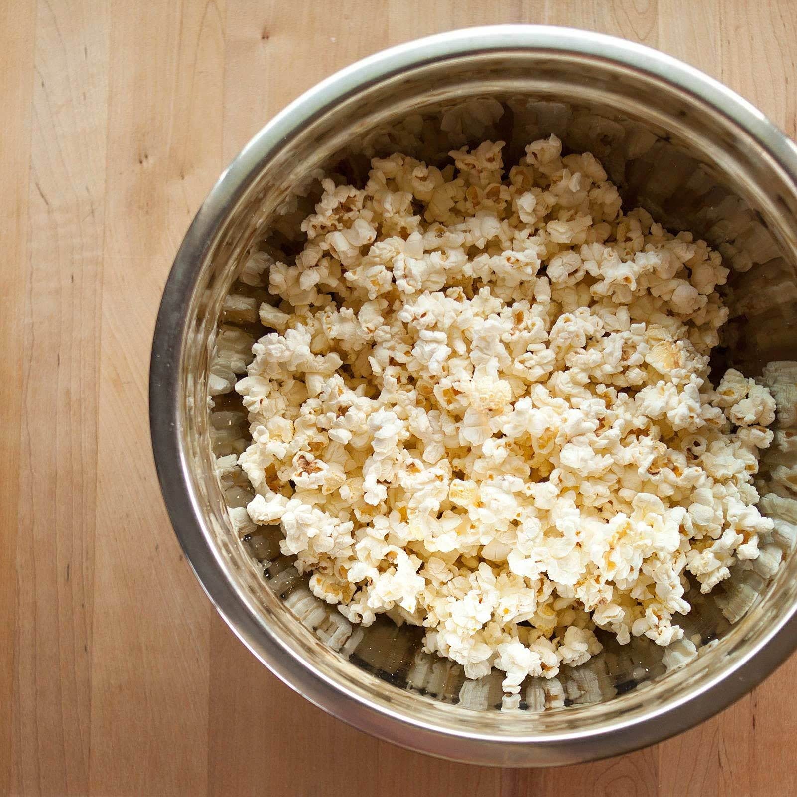 How To Make the Best Caramel Popcorn: gallery image 2