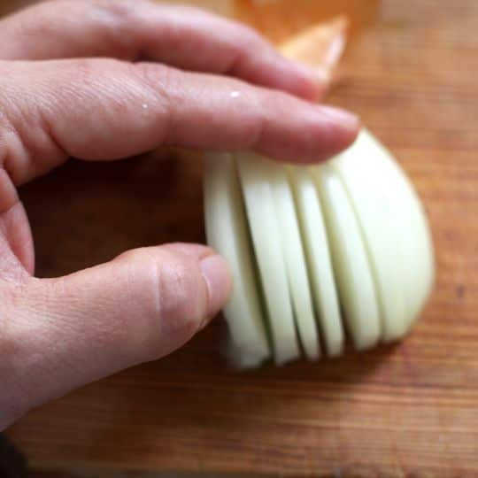 How To Chop, Dice, and Mince an Onion: gallery image 5