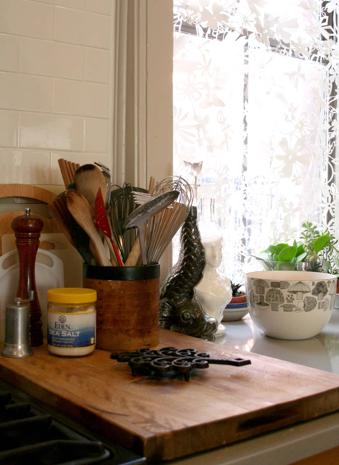 Sophie and Michael's Beautiful 'Discontinued' Oak Kitchen: gallery image 11