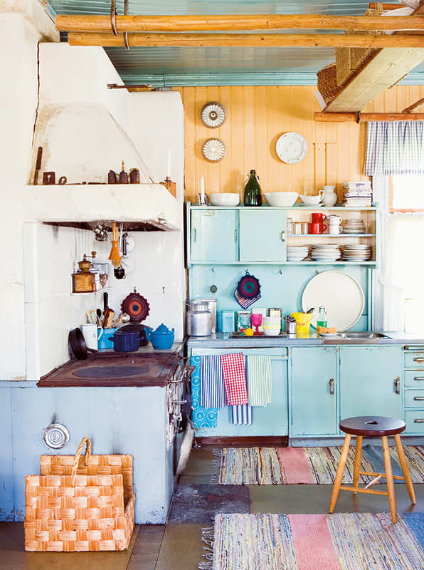 Summer Getaways: Cozy Cabin Kitchens: gallery image 4
