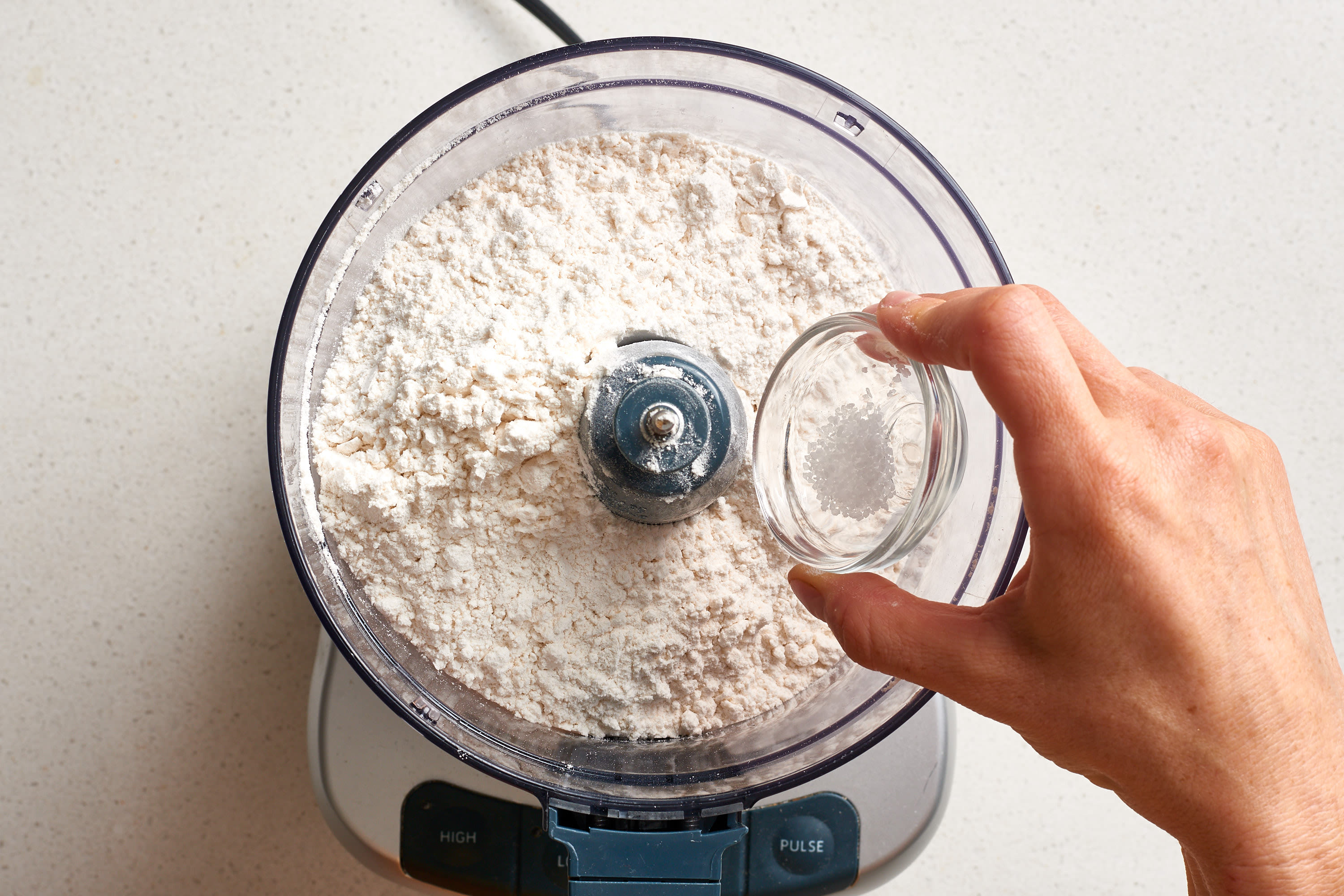 How To Make Flaky Pie Crust: gallery image 4
