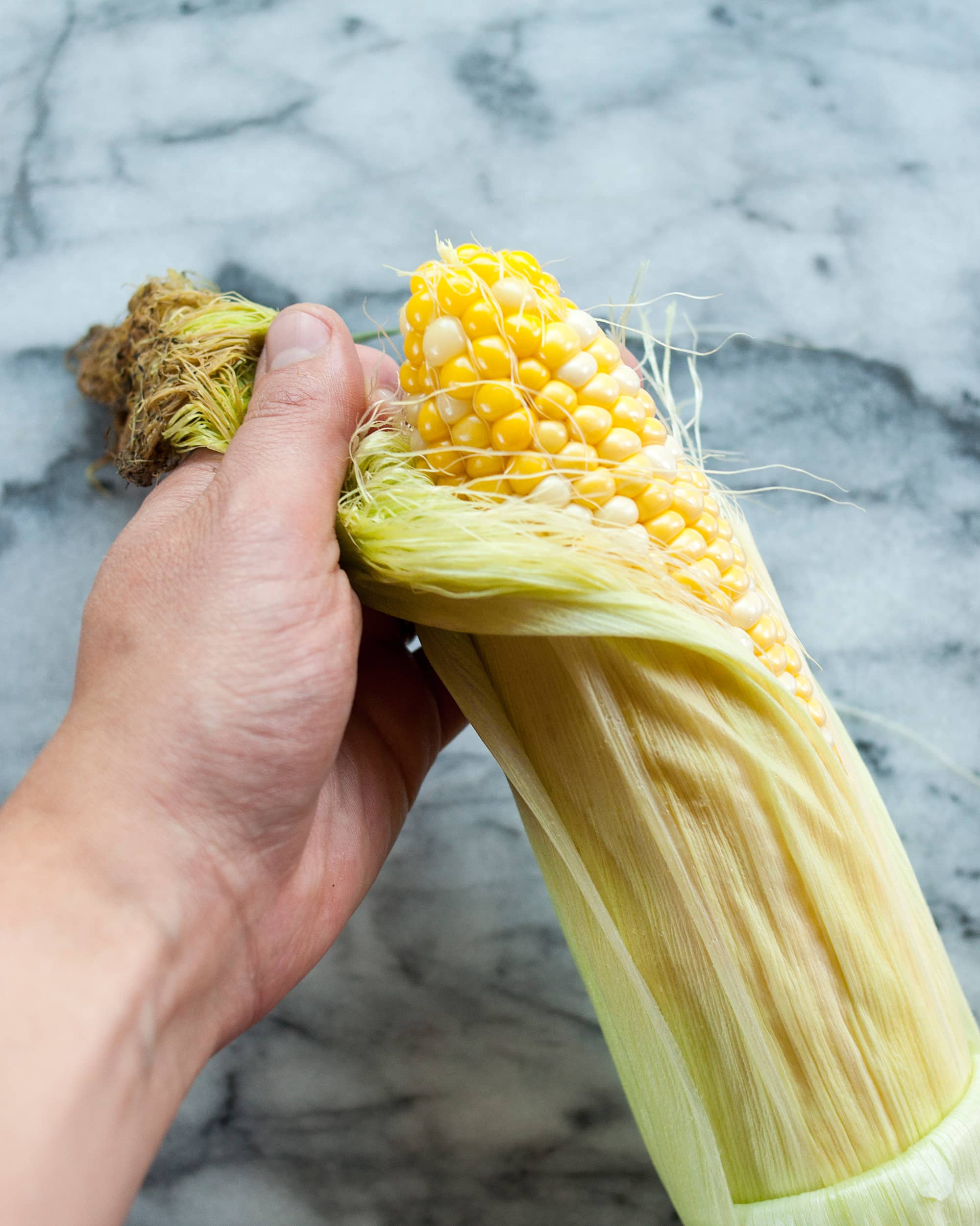 How To Shuck Corn Quickly & Cleanly: gallery image 4