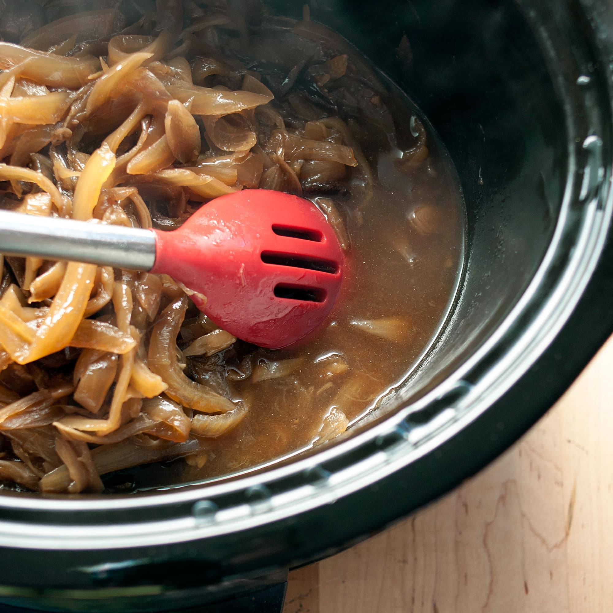 How To Make Caramelized Onions in a Slow Cooker: gallery image 7