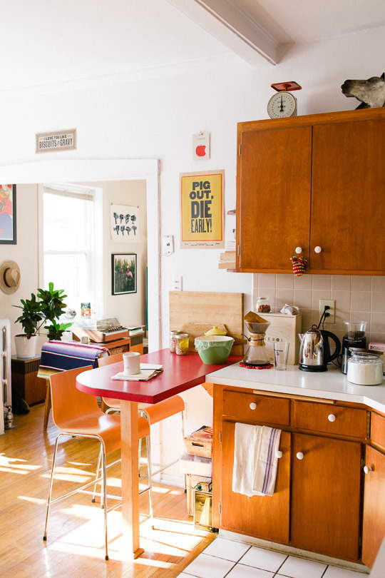 10 Eat-In Kitchens from Our Tours: gallery image 1