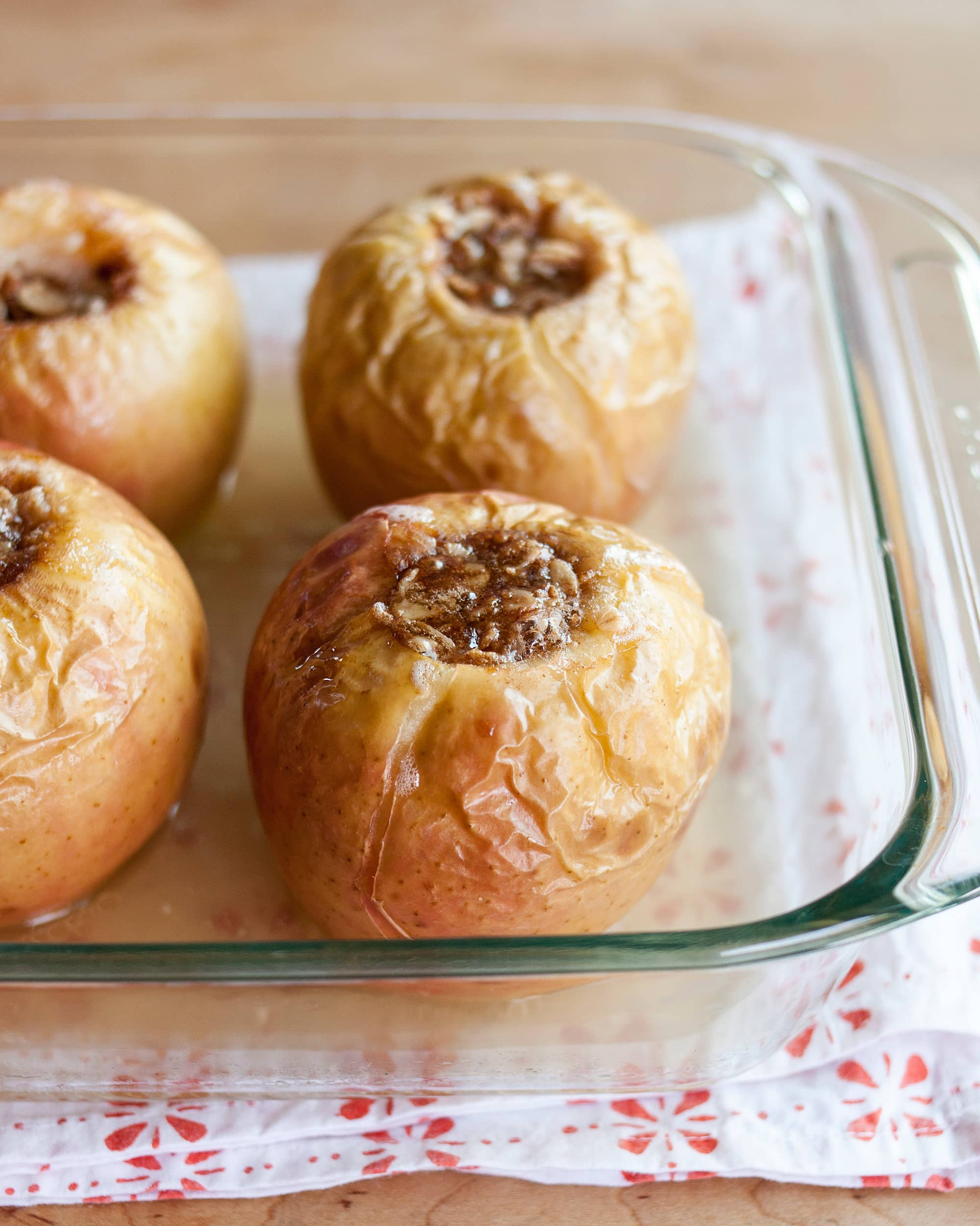 Recipe: Baked Apples Stuffed With Oatmeal & Brown Sugar