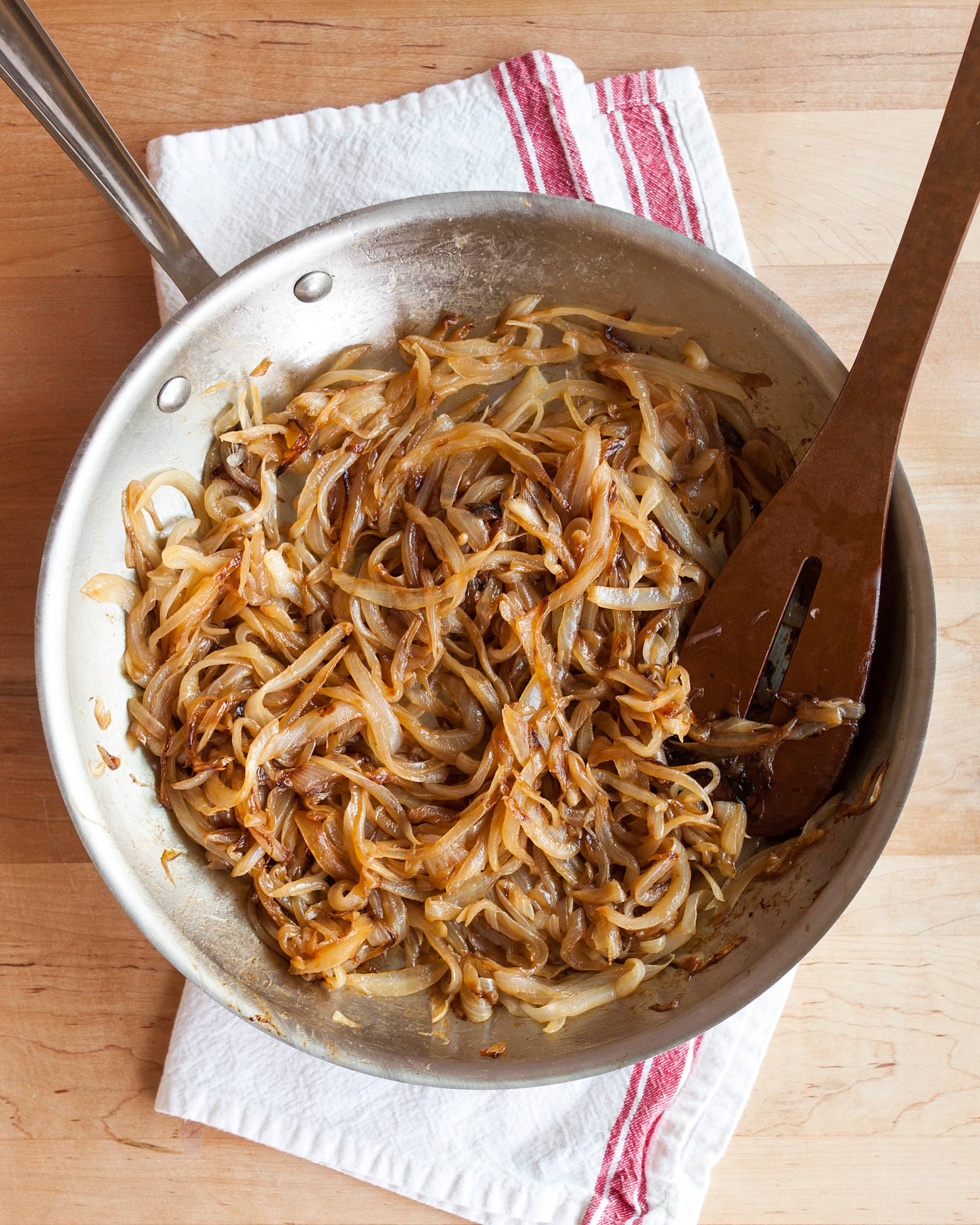 How To Caramelize Onions: gallery image 8