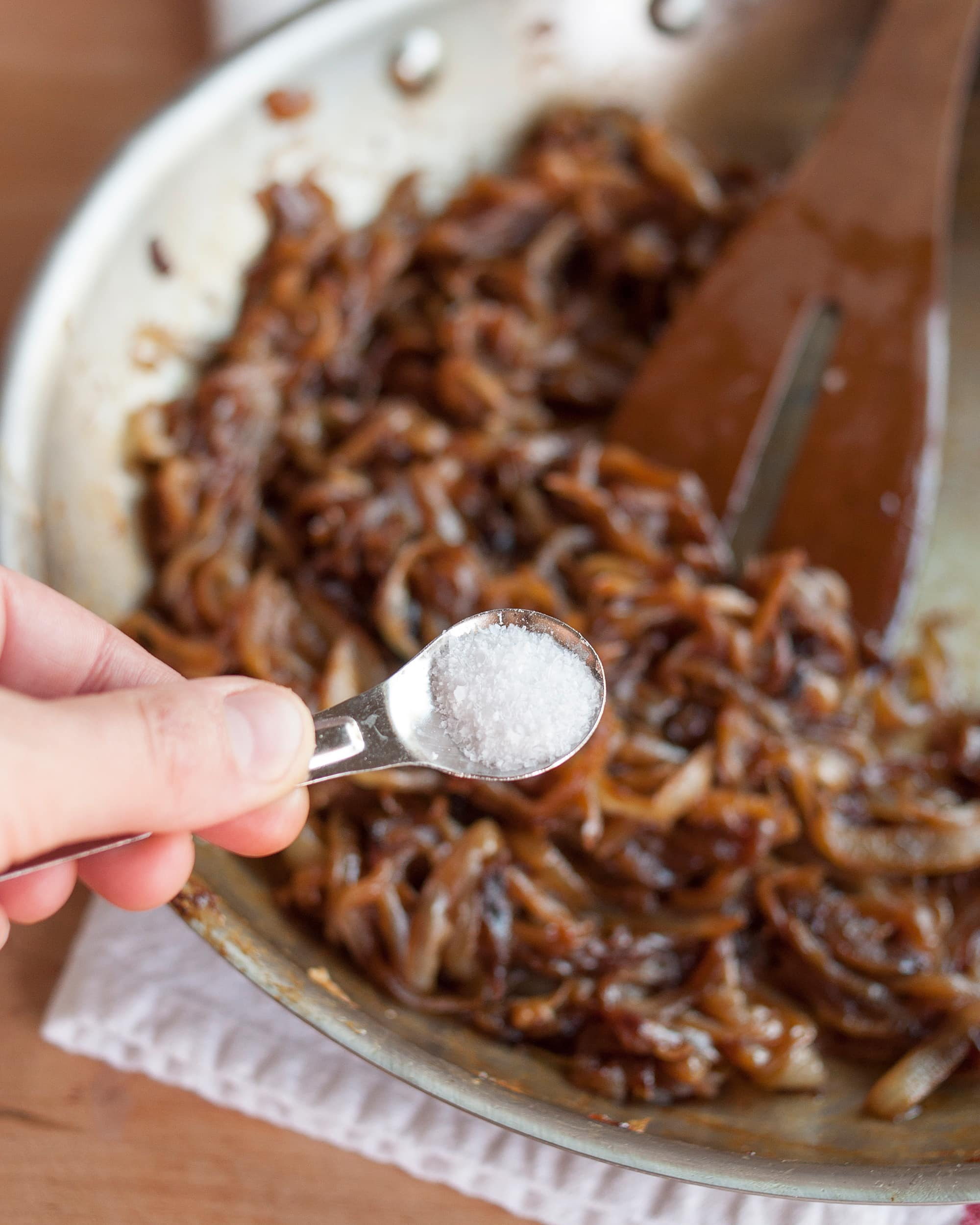 How To Caramelize Onions: gallery image 10