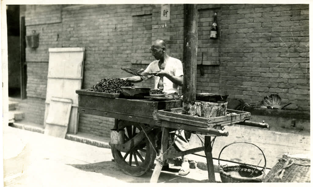 10 Snapshots of Street Food From the Past: gallery image 8