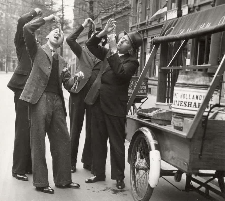 10 Snapshots of Street Food From the Past: gallery image 1