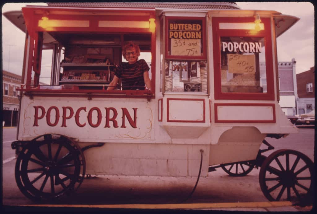 10 Snapshots of Street Food From the Past: gallery image 2