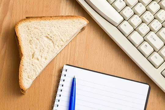 5 Tips for Making Lunch at Your Desk Better