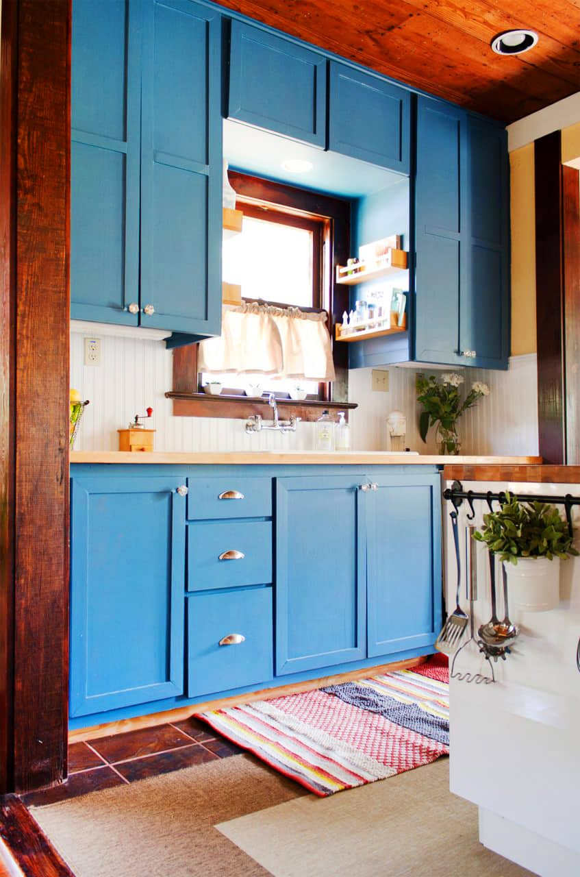 15 Tips and Tricks To Get Your Kitchen Clean Before the Holidays: gallery image 1