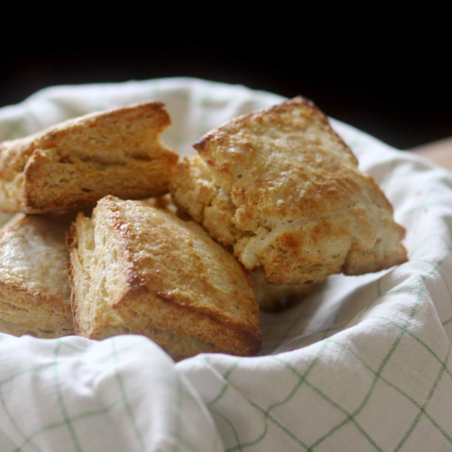 How To Make Classic Buttermilk Biscuits: gallery image 1