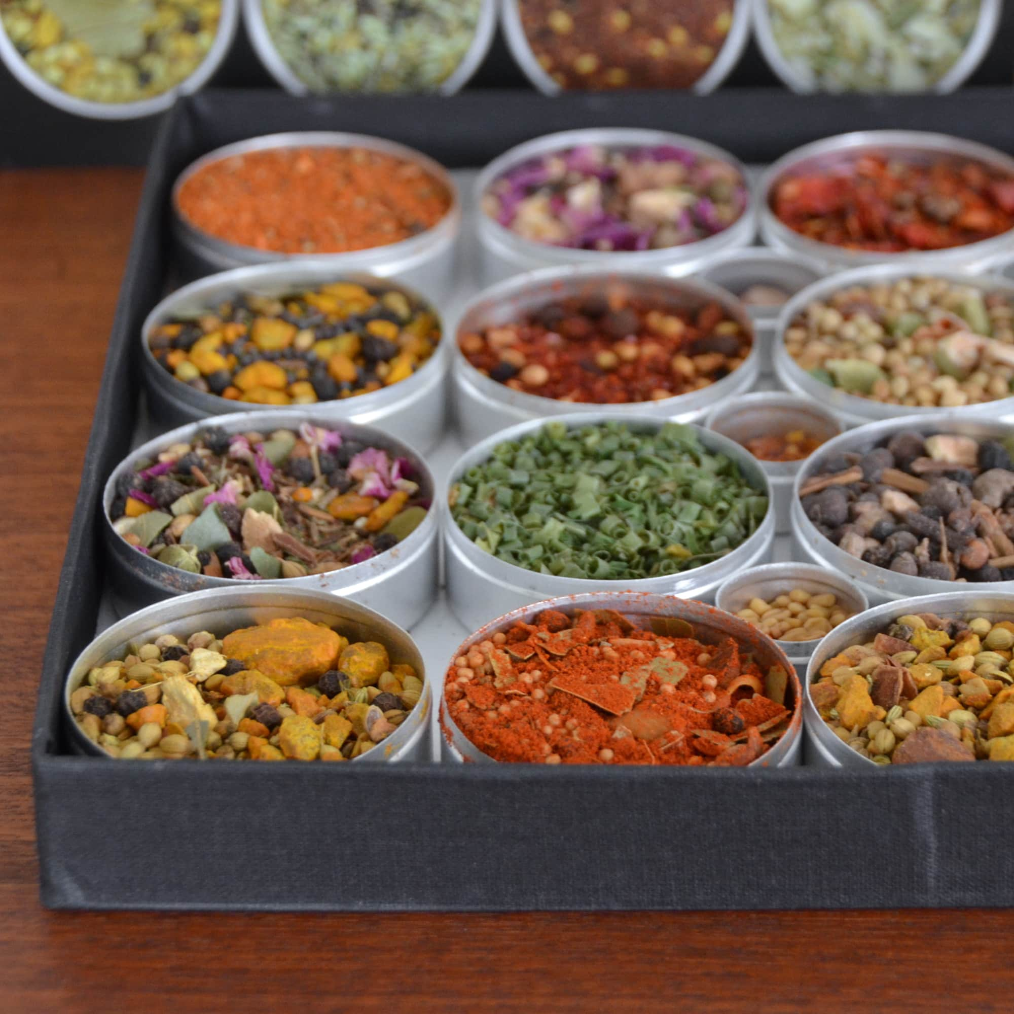 The Golden Rules of Spices by Ethné & Philippe de Vienne: gallery image 2