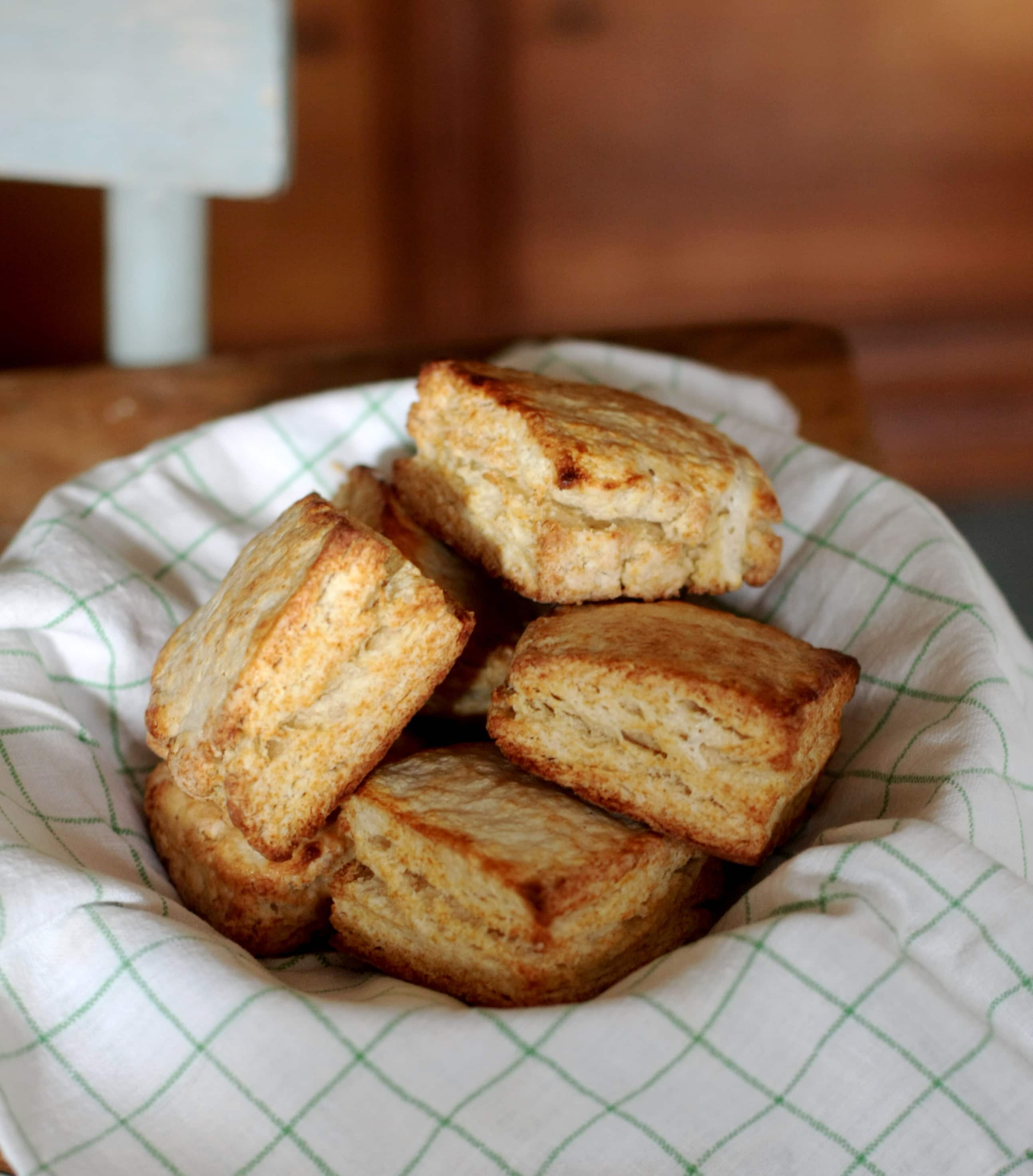 How To Make Classic Buttermilk Biscuits: gallery image 13