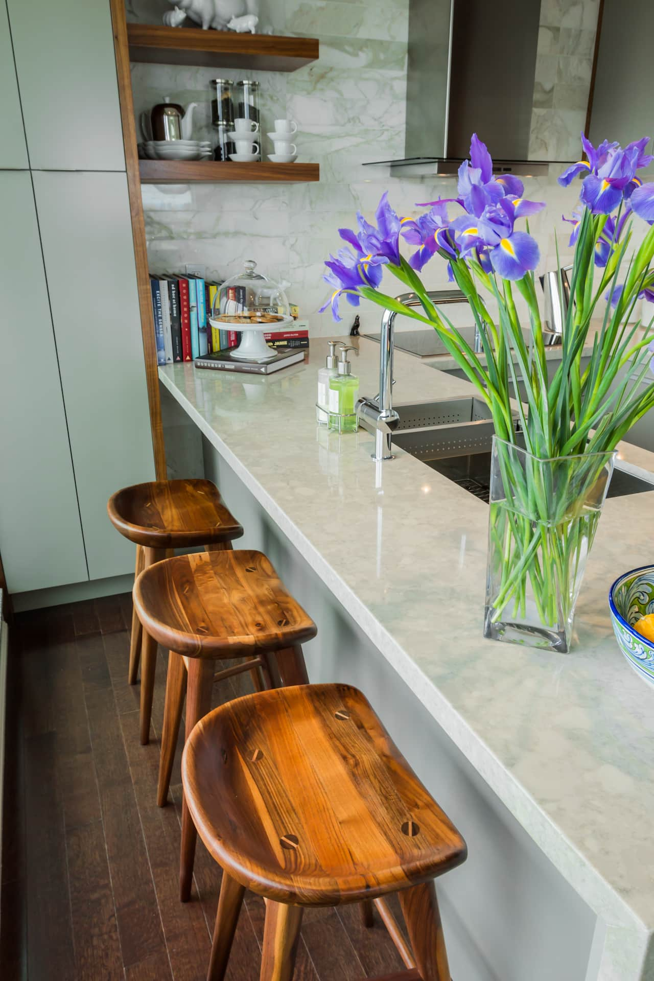 15 Small Space Kitchens, Tips, and Storage Solutions That Inspired Us: gallery image 9