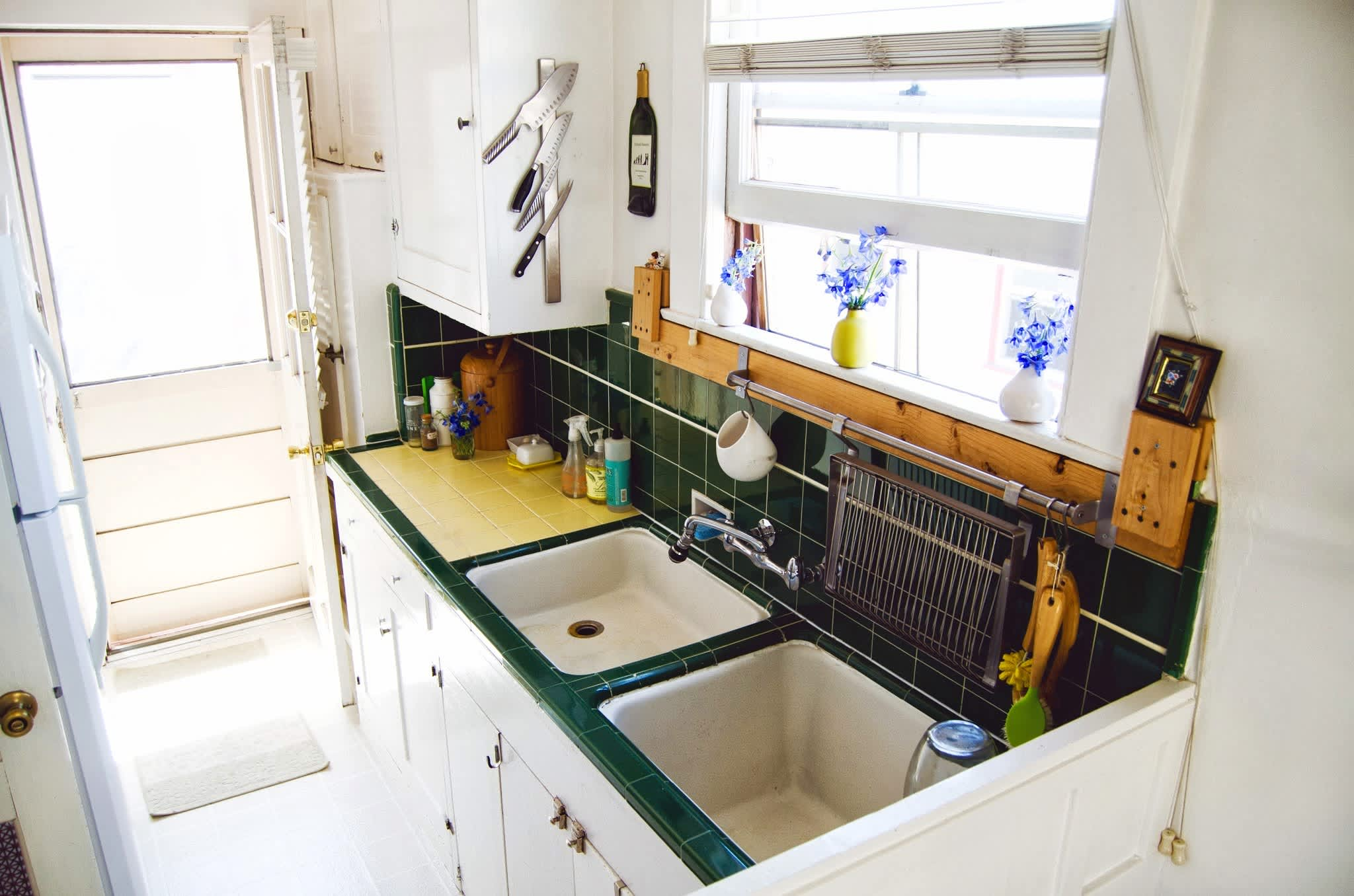 15 Small Space Kitchens, Tips, and Storage Solutions That Inspired Us: gallery image 3