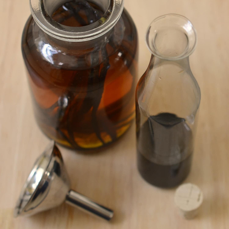 How to Make Homemade Vanilla Extract: gallery image 4