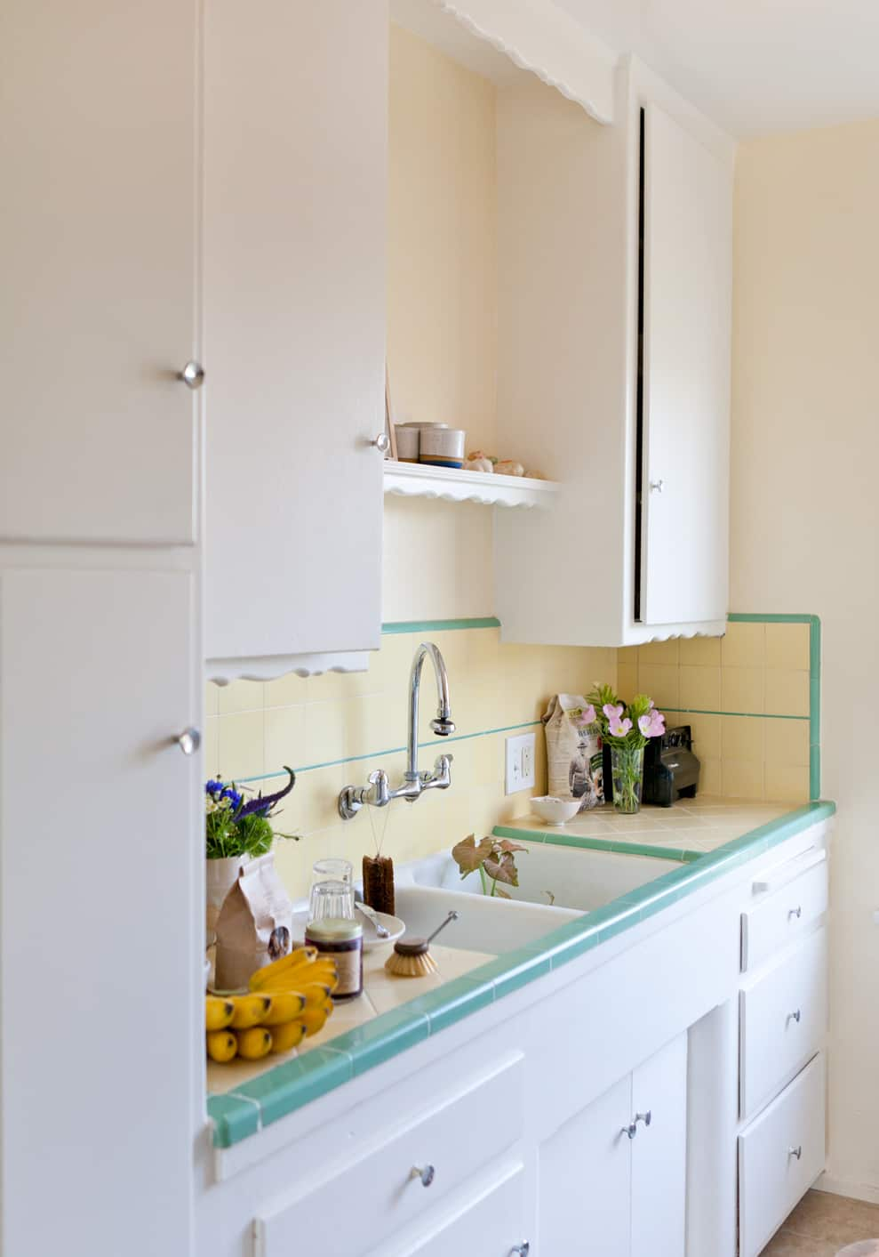 15 Small Space Kitchens, Tips, and Storage Solutions That Inspired Us: gallery image 2