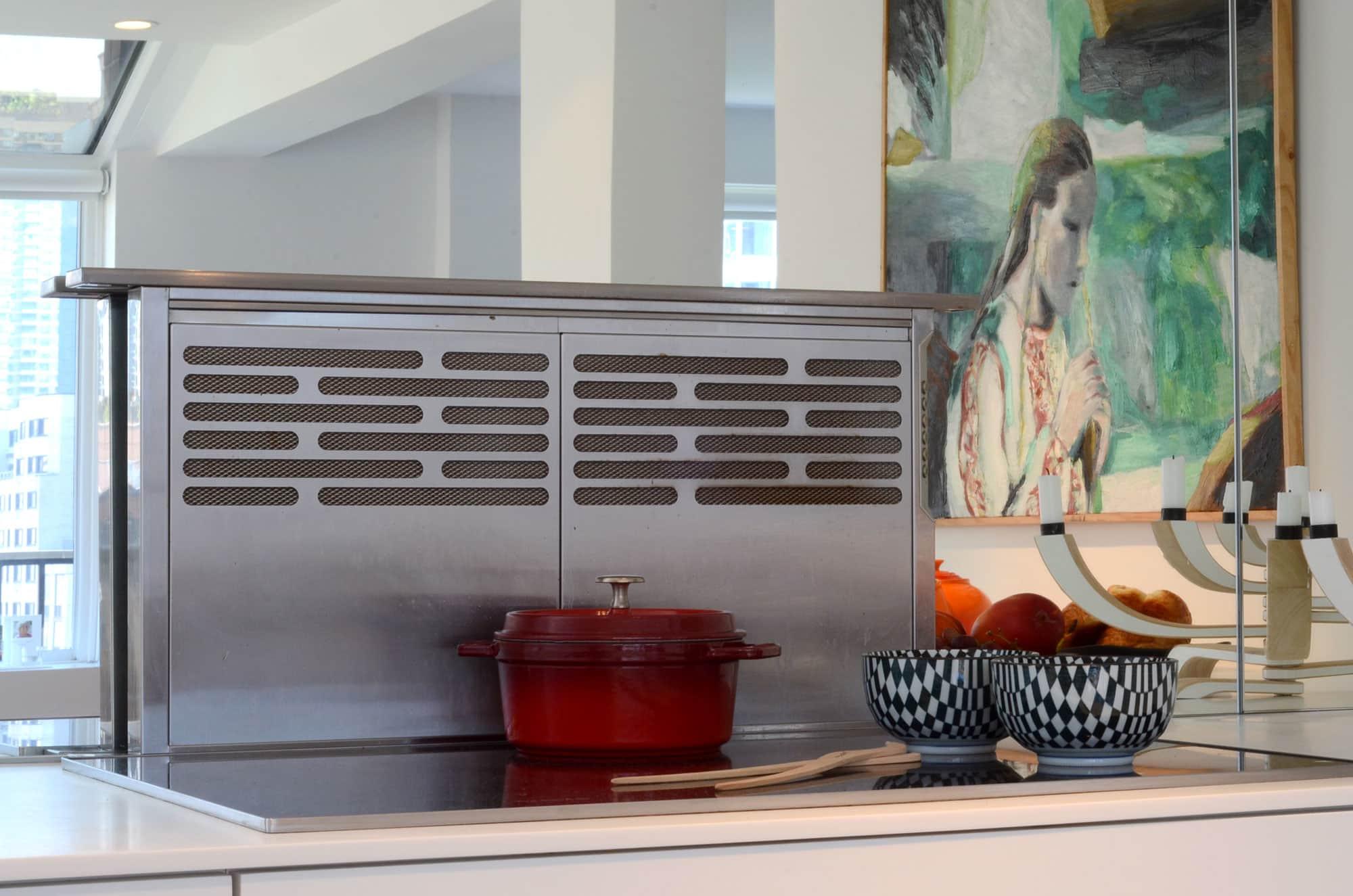 Cecilia's Sleek High-Design Kitchen: gallery image 5