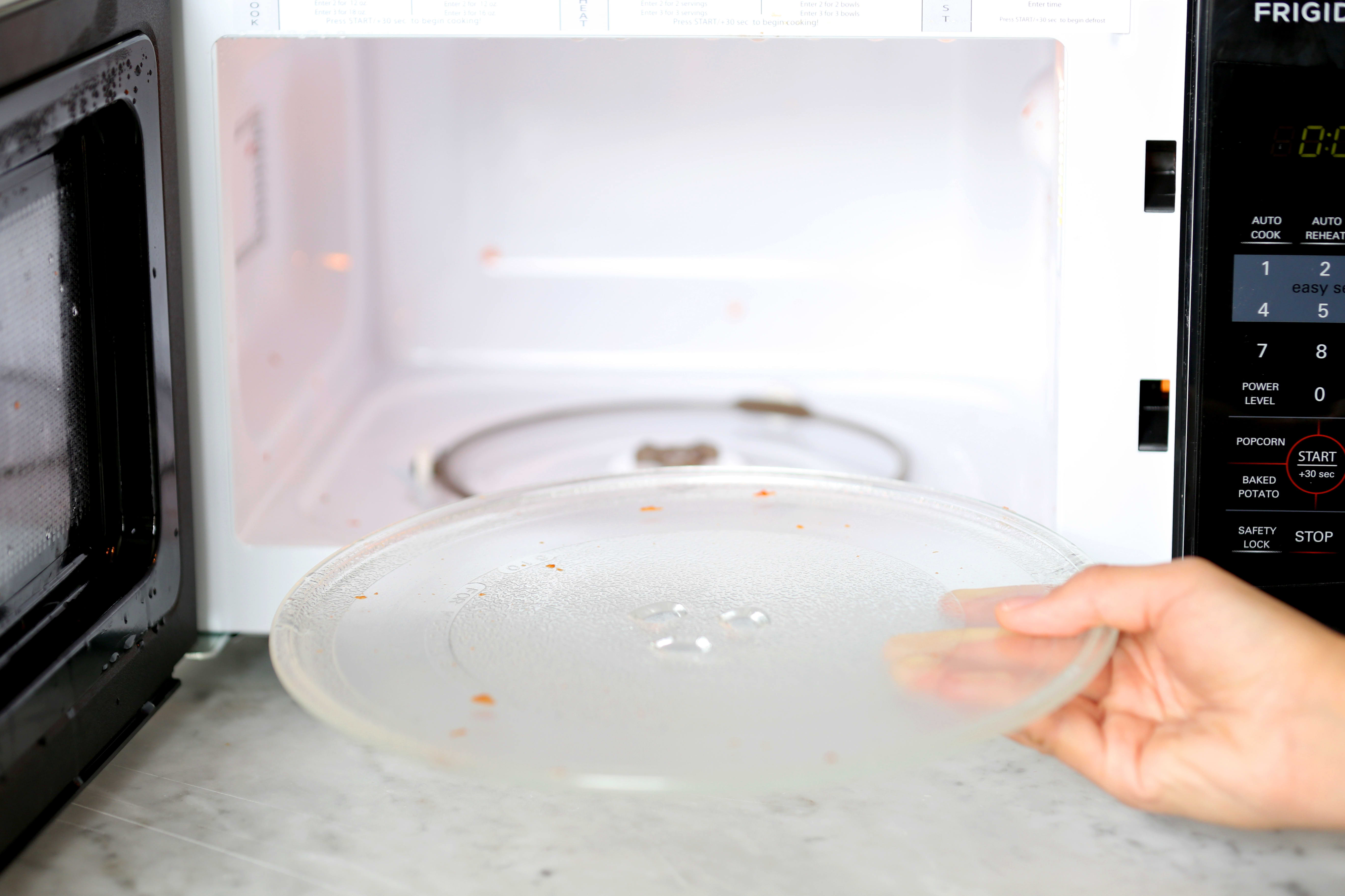 How To Clean Your Microwave Naturally with Just a Lemon: gallery image 5