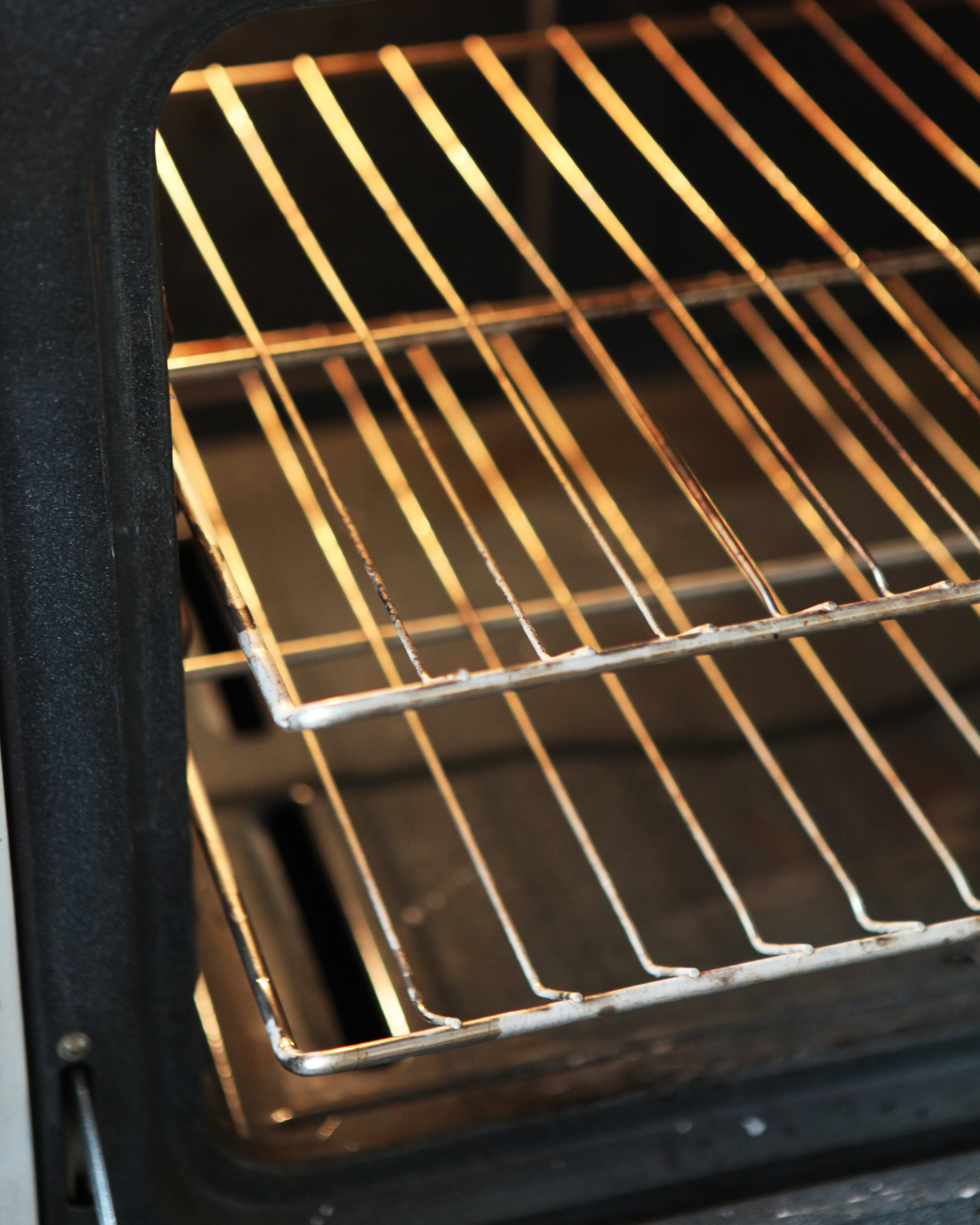 How To Clean an Oven with Baking Soda & Vinegar: gallery image 9