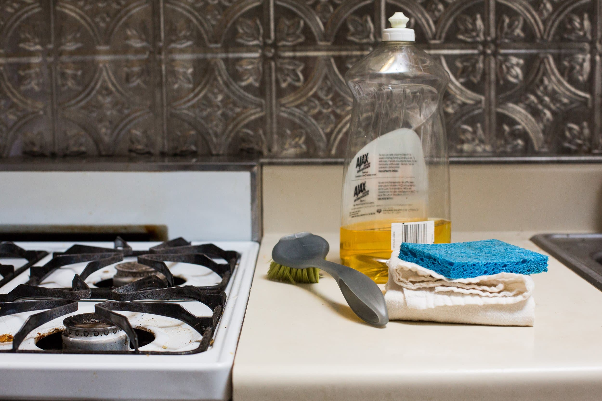 How To Clean a Greasy Gas Stovetop with Just Soap and Water: gallery image 1