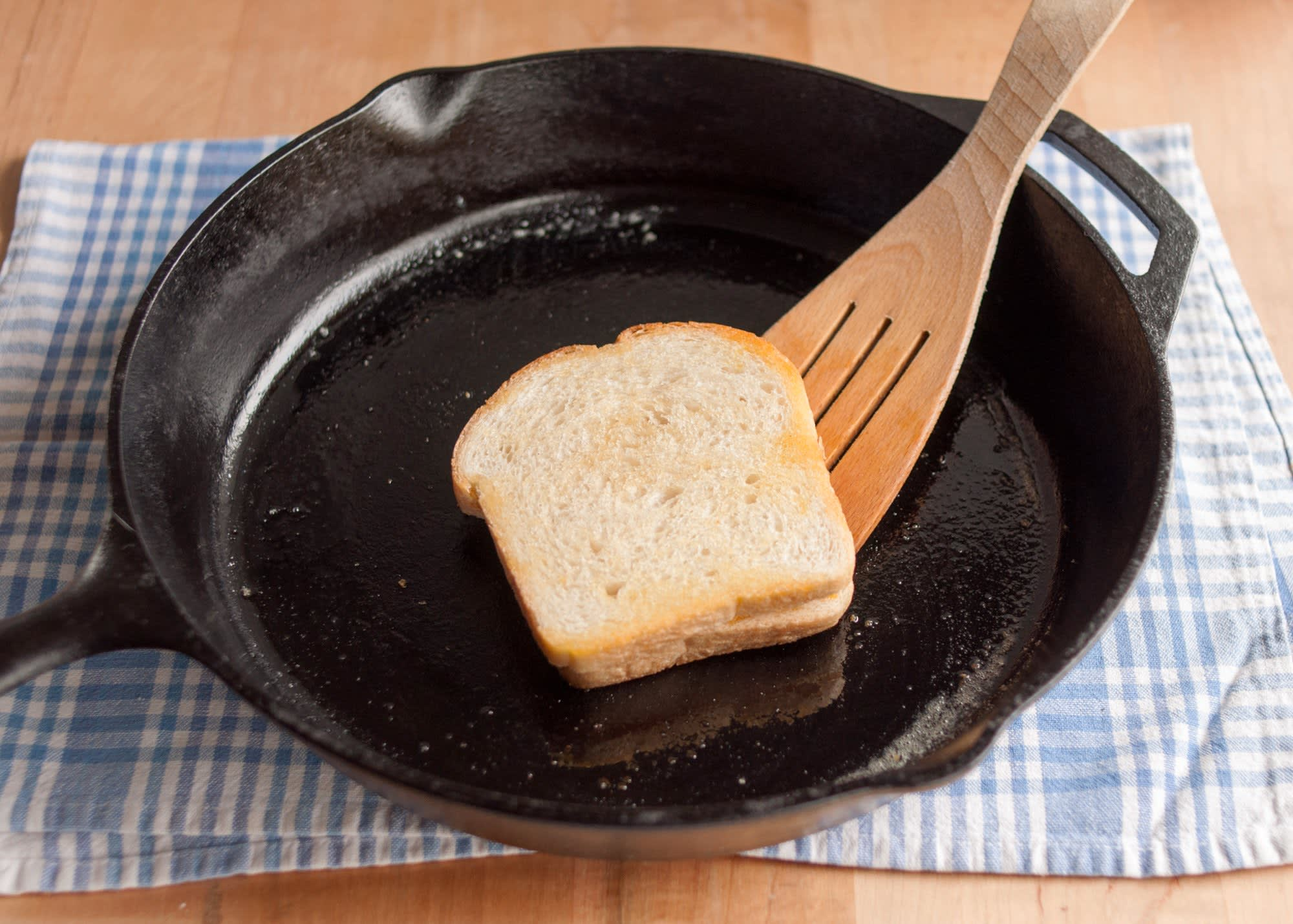 How To Make a Grilled Cheese Sandwich: gallery image 11