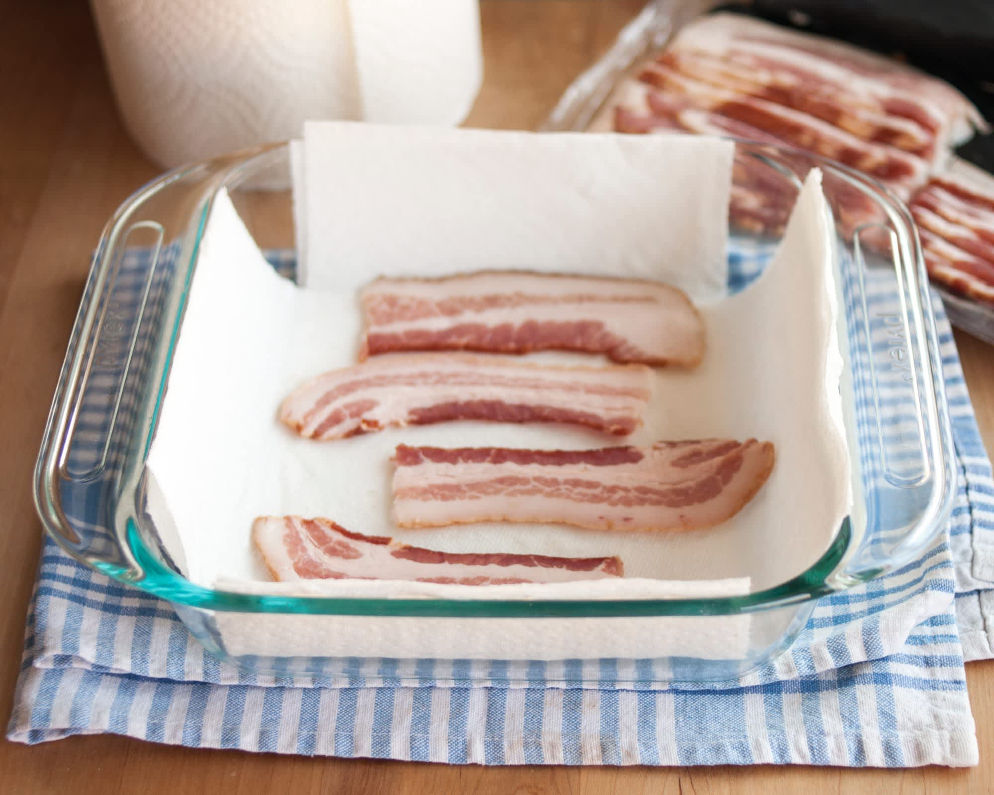 How To Cook Bacon in the Microwave: gallery image 3