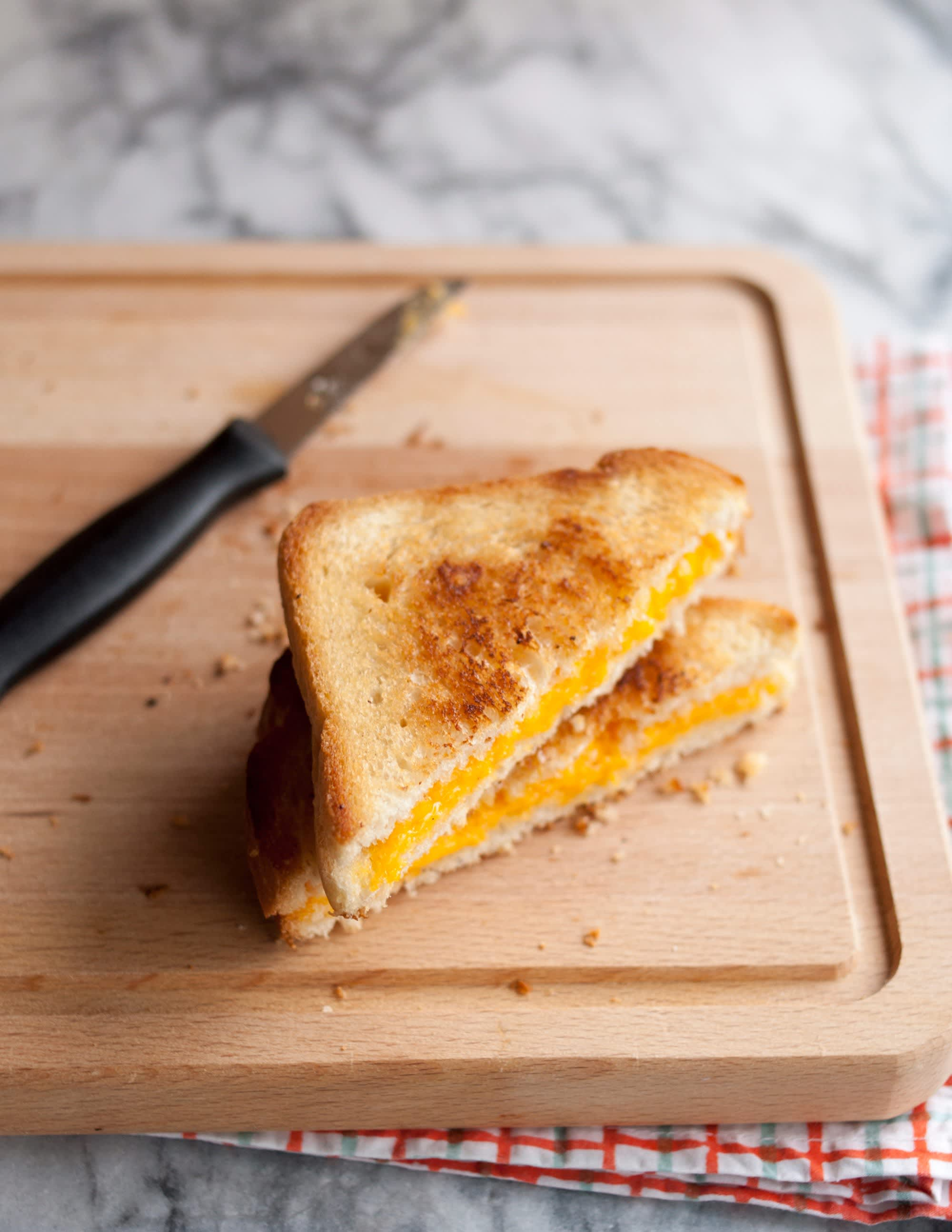 How To Make a Grilled Cheese Sandwich: gallery image 13