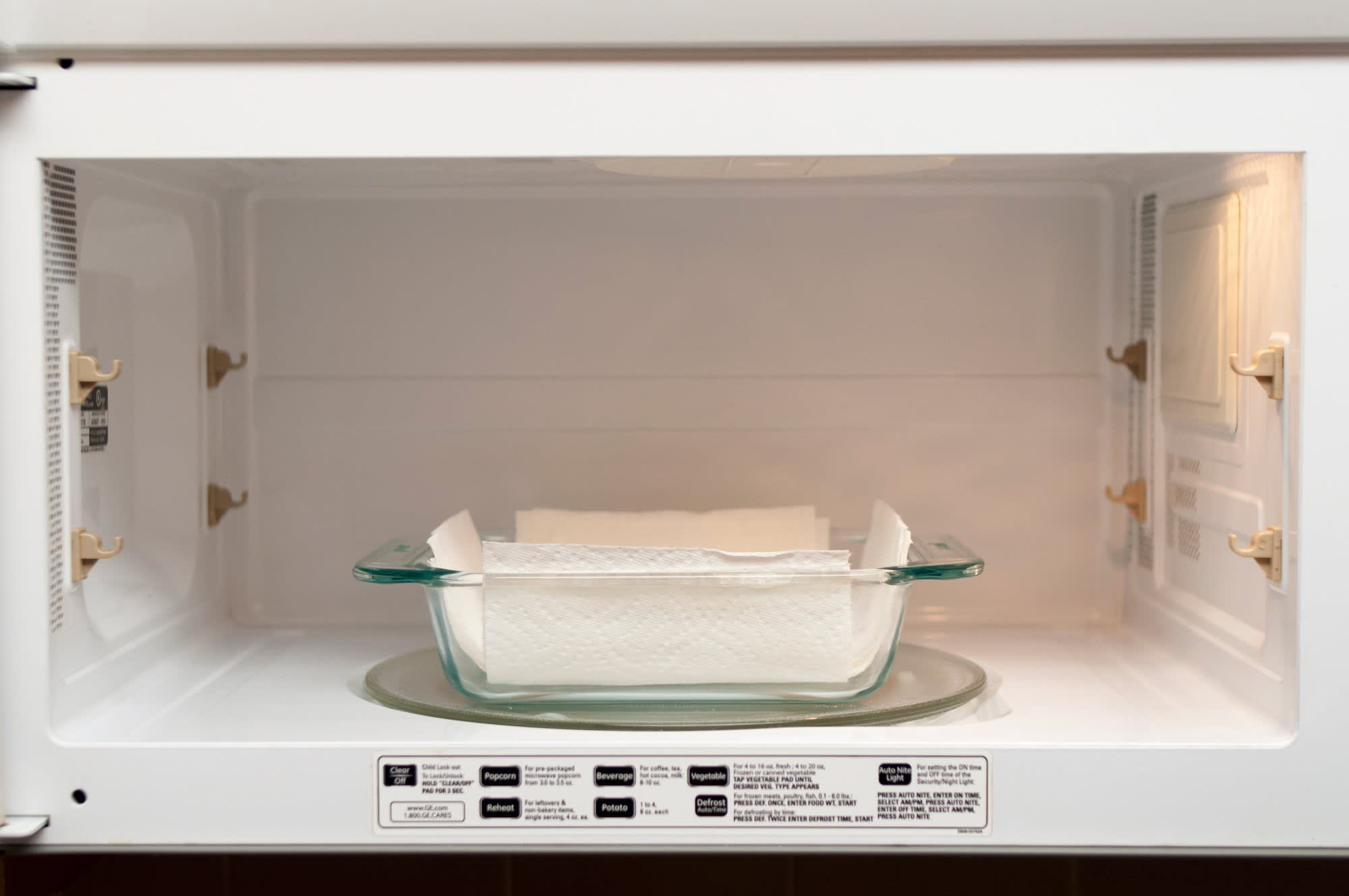 How To Cook Bacon in the Microwave: gallery image 5