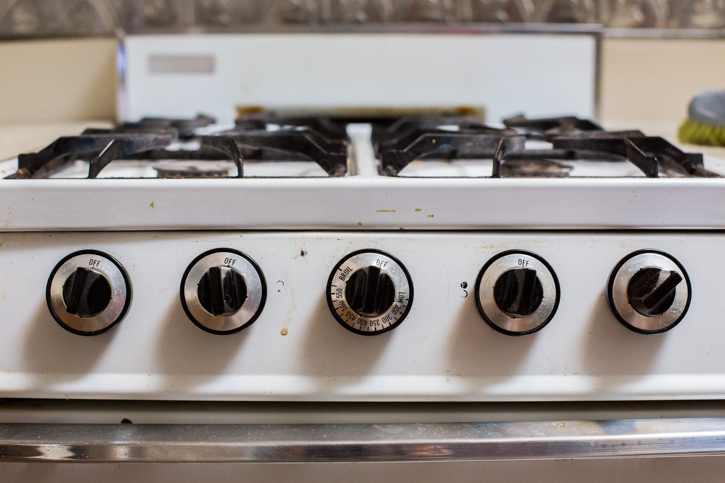How To Clean a Greasy Gas Stovetop with Just Soap and Water: gallery image 2