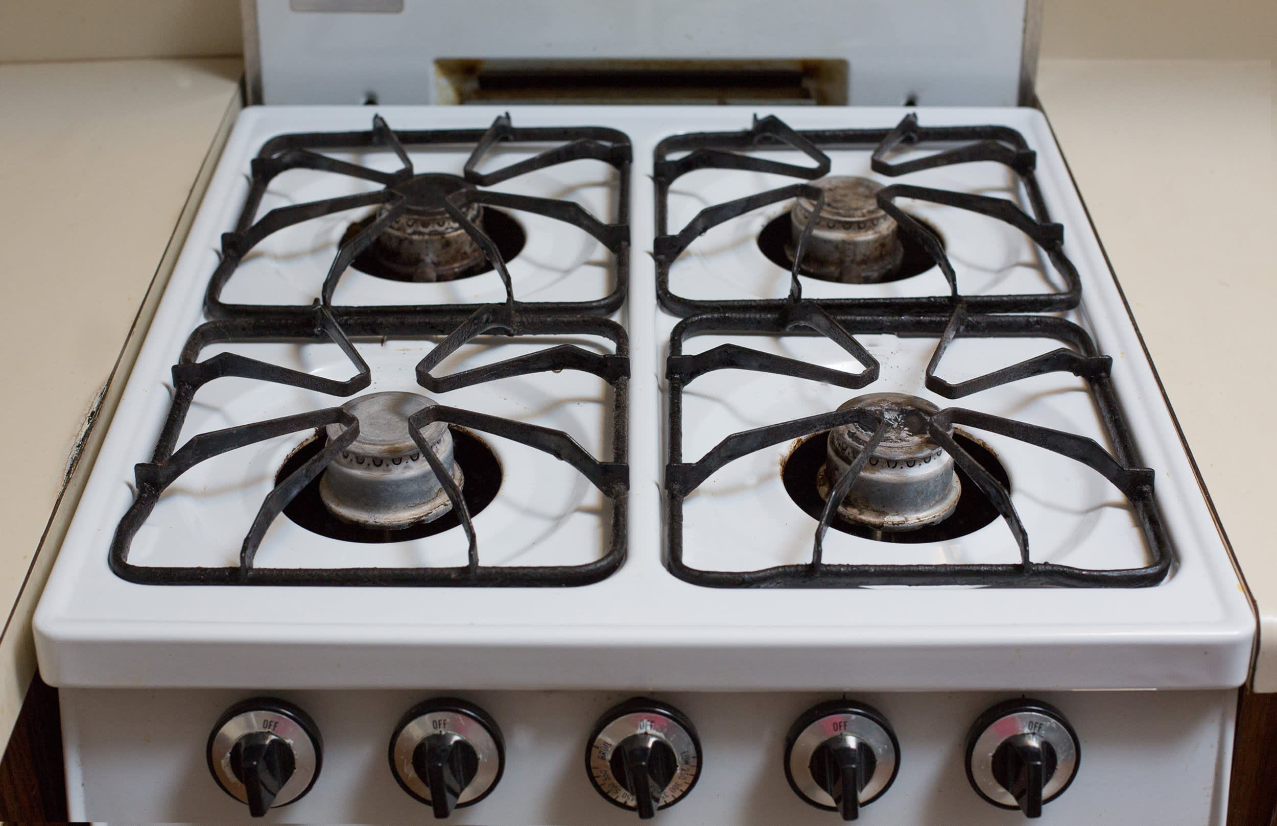 How To Clean a Greasy Gas Stovetop with Just Soap and Water: gallery image 9