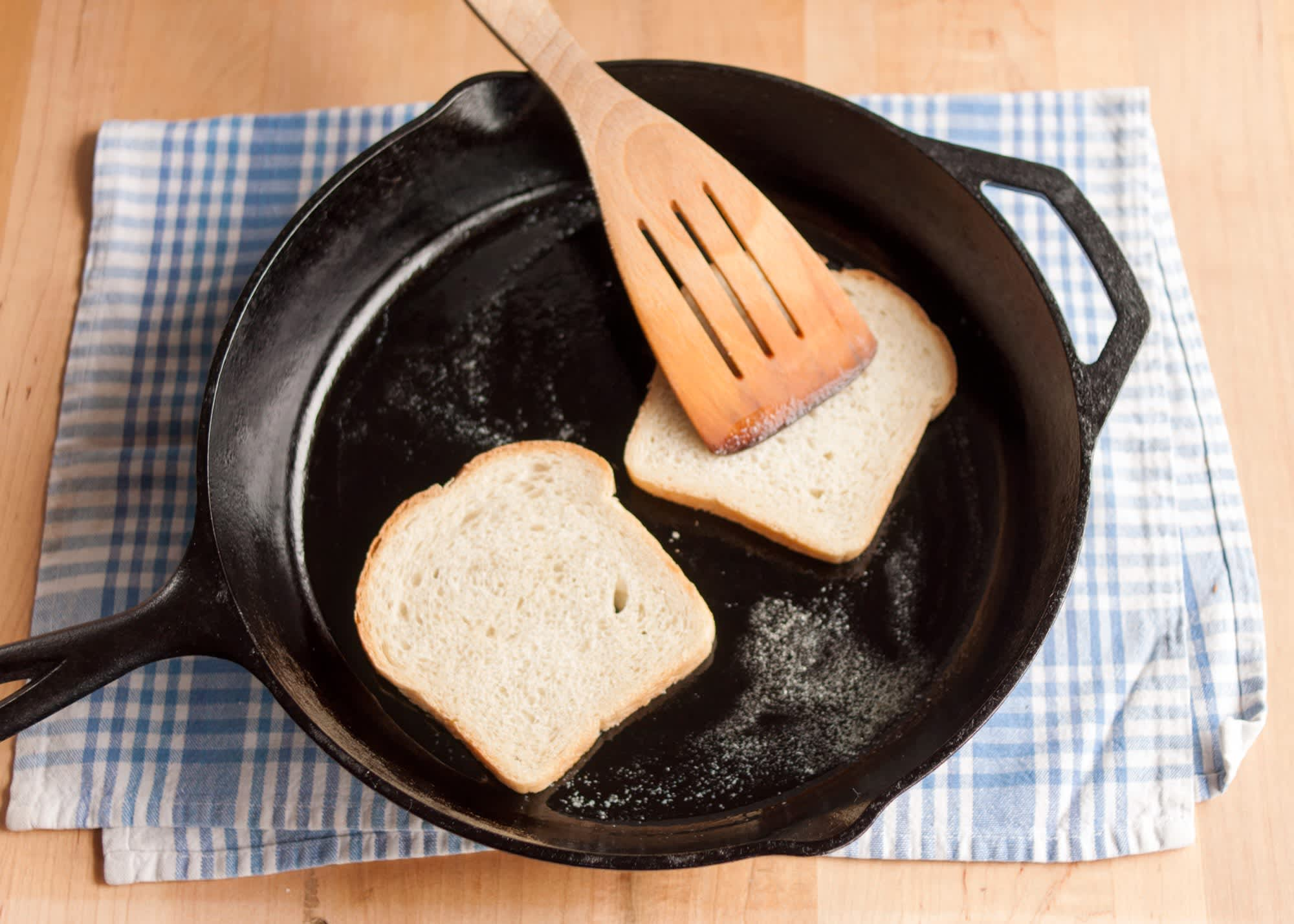 How To Make a Grilled Cheese Sandwich: gallery image 6